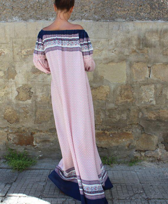 Incantevole abito Maxi dalla nostra collezione di SS2017! Tessuto viscosa adorabile, maxi adatta ed elegante aspetto, questo abito si sente come una seconda pelle. Il tessuto più comodo! Il maxi abito perfetto per le calde giornate estive! Indossare, abito a maniche lunghe, come un abito da giorno, per la spiaggia come un vestito di occultamento, come un abito da sera con una cintura in vita!  Indossare con sandali, tacchi alti ♥, balerinas, appartamenti, piattaforme  Fabbricazione: Viscosa…