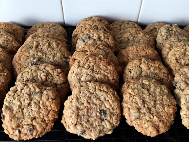 Mennonite Girls Can Cook: Big Oatmeal Raisin Cookies