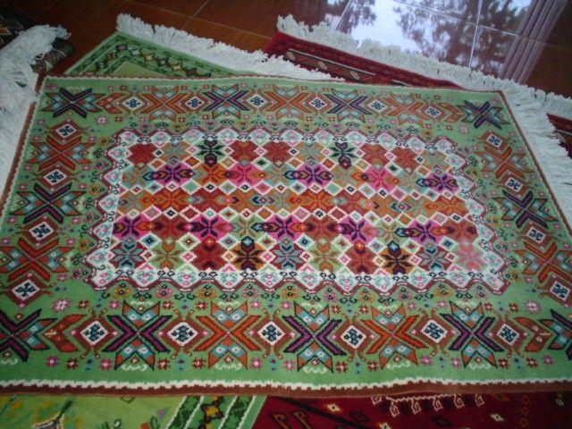 Tapetes temoaya hechos por manos otomies para los pies for Tapetes anudados a mano