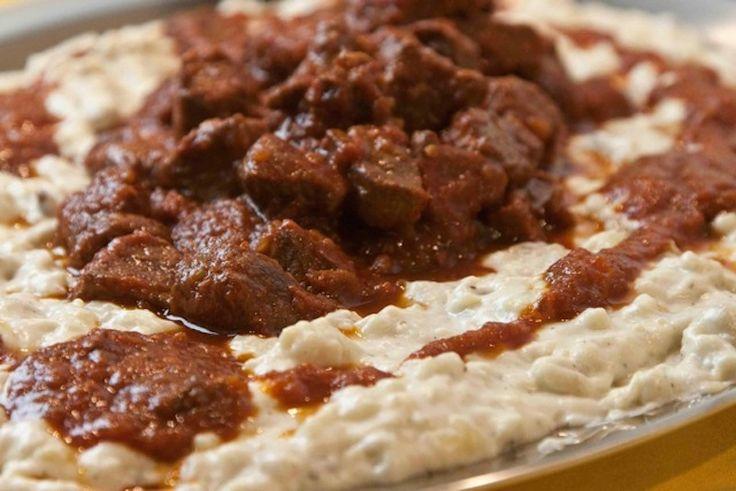 χουνκιάρ μπεγεντί: κοκκινιστό μοσχαρίσιο κρέας με πουρέ μελιτζάνας