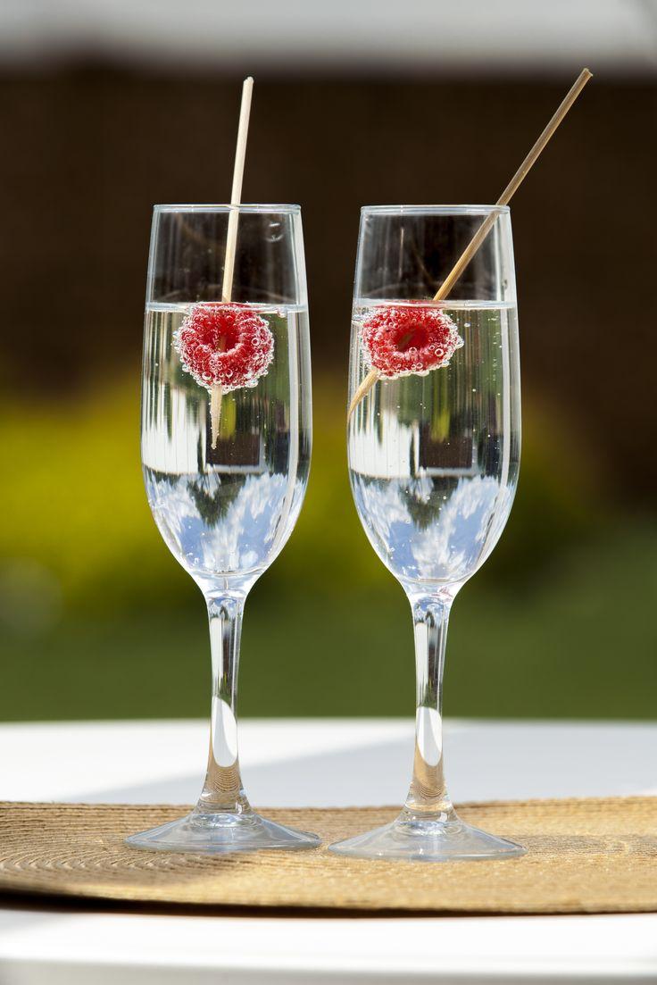 A tutaj zaskoczenie :-) Woda z bąbelkami wzmocniona smakiem malinek ;-) Kieliszki do szampana PRESTIGE z kolekcji AMBITION