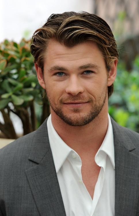omg. <3 This man is beautiful. Chris Hemsworth - Thor