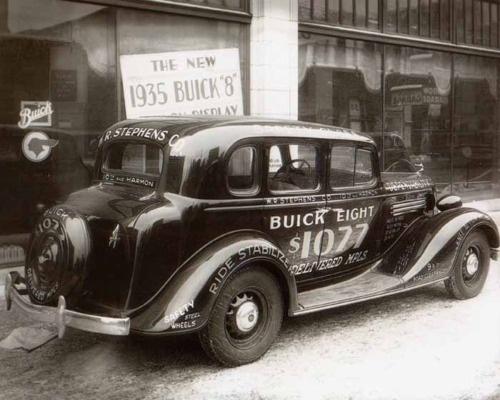 1935 BUICK.