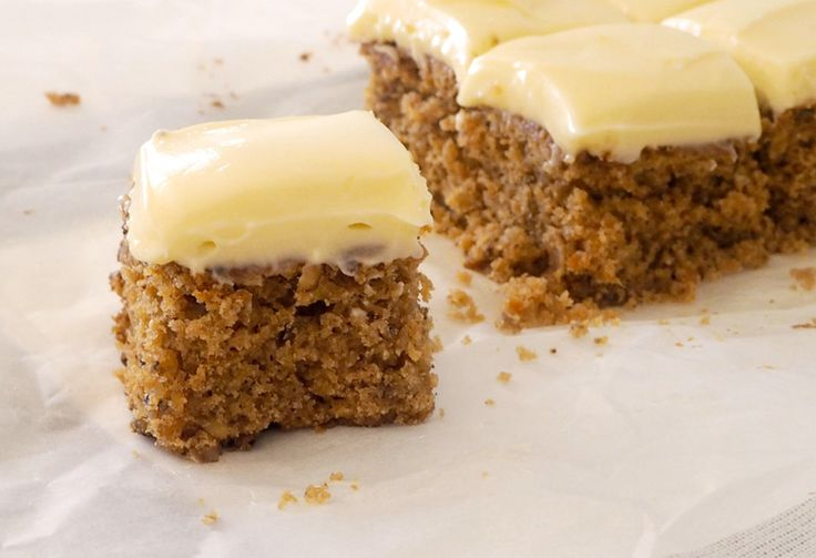 Create Bake Make has jazzed up the classic carrot cake recipe and turned it into a slice, with all your favourite bits (walnuts & cream cheese icing) included!