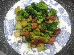 Sauté de porc aux brocolis!  Essayez cette recette facile et rapide!  http://repaschinois.blogspot.ca