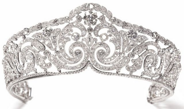 Rinceaux tiara, made by Cartier in 1910. Its delicate, foliate scrolls are composed of cushion-cut and round antique-cut diamonds, all millegrain-set in platinum.  Via Diamonds in the Library.