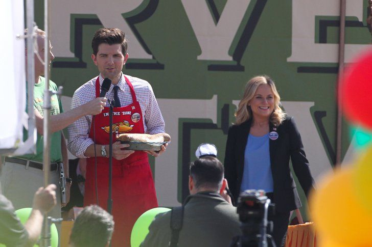 Pin for Later: Parks and Recreation's Ben and Leslie Are Back! . . . in the Future  What is he holding? Is that a burrito?