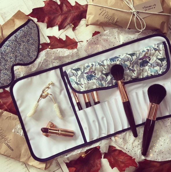 How beautiful is this Maggs London brush holder in Grayson print? Need!