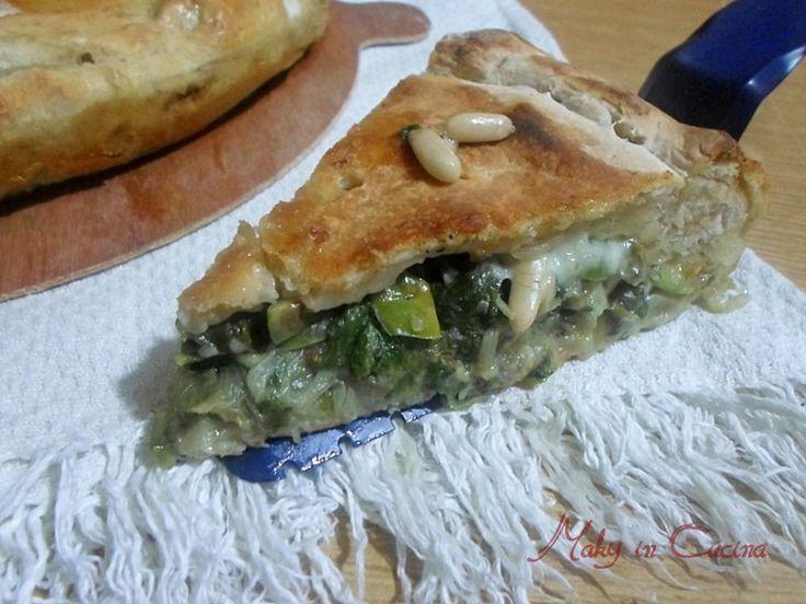 La Pizza ripiena di scarola è un lievitato salato tipico della tradizione gastronomica della Campania realizzato nel periodo natalizio ma anche tutto l'anno