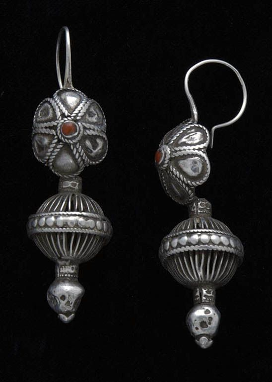 India | Silver and coral earrings from Rajasthan | ca. 1920