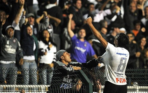 Paulinho - 23 MAI 2012 - Corinthians 01 x 00 Vasco - Libertadores da América (quartas de final)