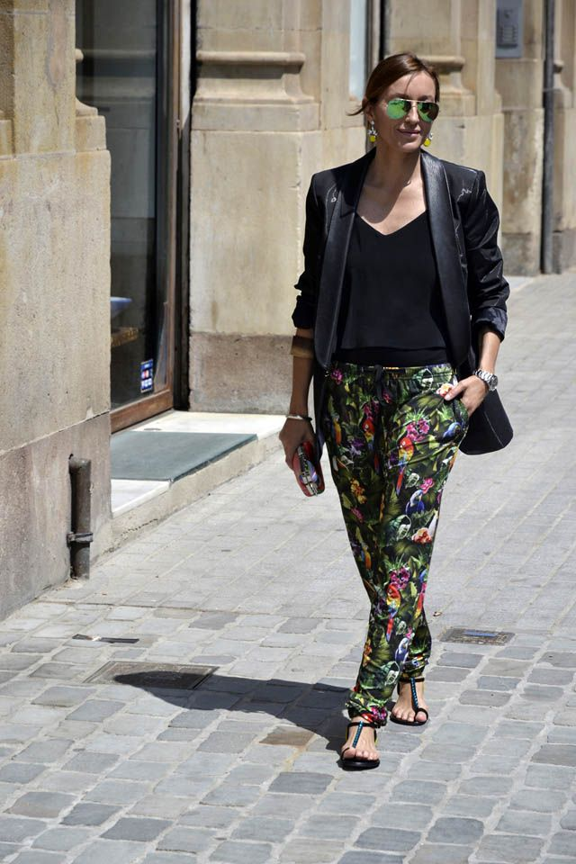 Diario de Estilo by Mariona Planas wearing Ganni trousers with tropical print