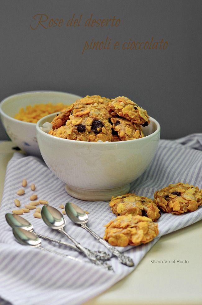 Friabili biscottini ai corn flakes arricchiti da pezzi di cioccolato fondente e pinoli.