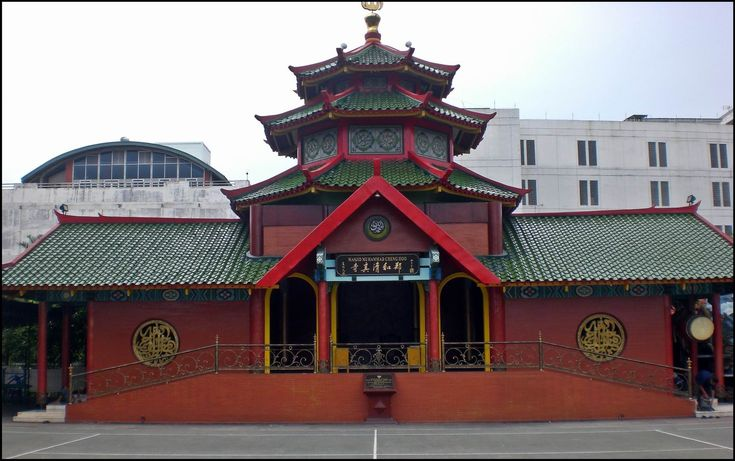 Masjid Cheng Ho or Muhammad Cheng Ho Mosque, the beautiful mosque with China ornaments.  http://www.goindonesia.com/id/indonesia/jawa/surabaya/obyek_wisata_surabaya/masjid_cheng_ho