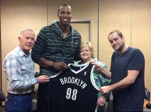 Jason Collins Gives Matthew Shepard's Family A Signed No. 98 Jersey