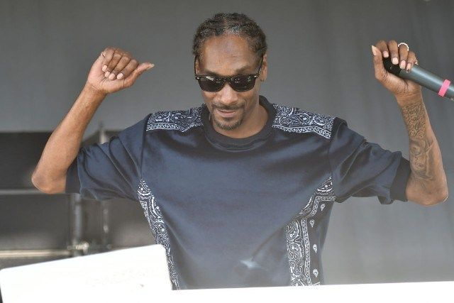 [E!News] : Snoop Dogg to Induct Tupac Shakur into Rock and Roll Hall of Fame