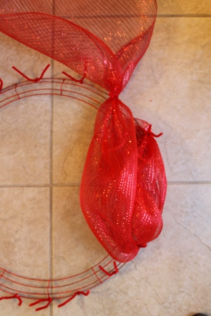 Miss Kopy Kat: How To Make A Santa Belly Deco Mesh Wreath