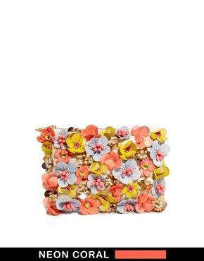 Imagen 1 de Bolso clutch con adorno de flores color flúor de ASOS