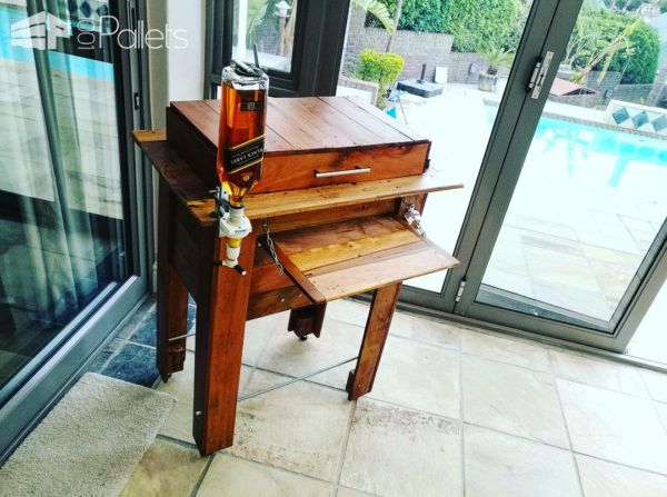 Rustic Pallet Cooler with Folding Table DIY Pallet Bars Pallet Boxes & Chests
