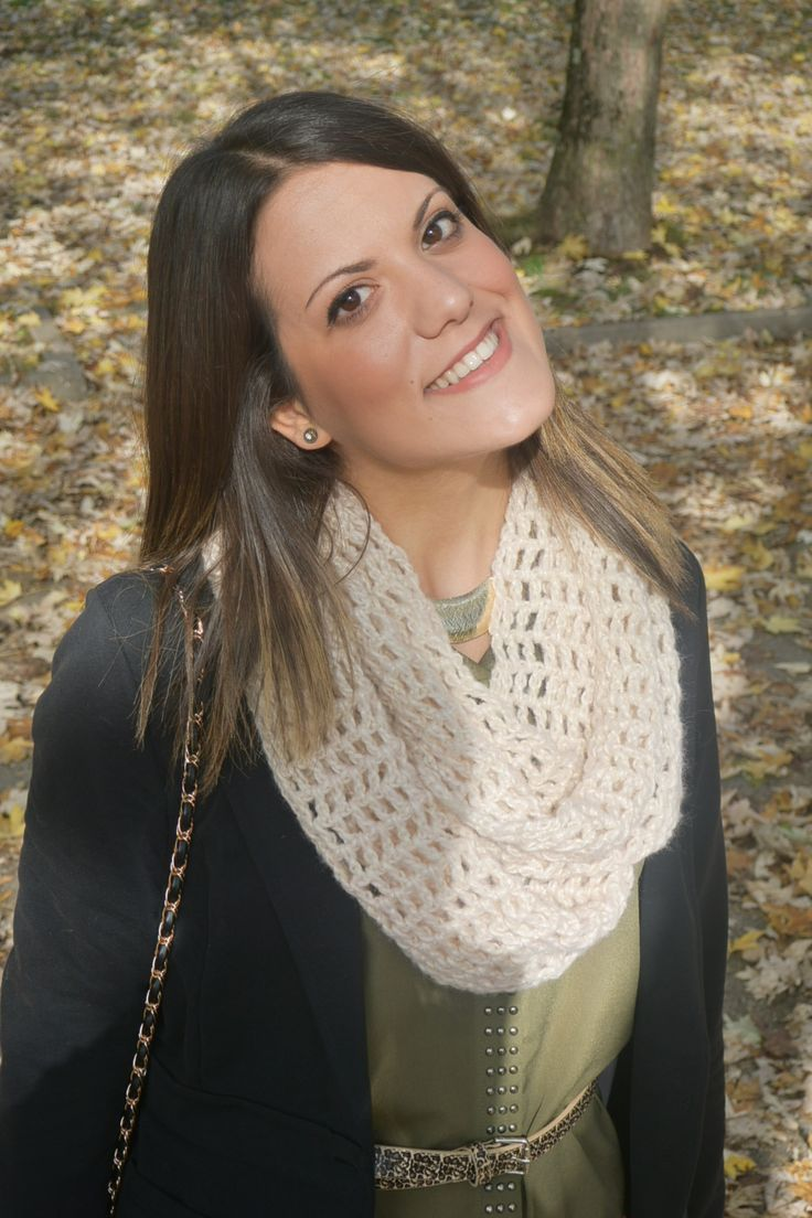 Fall is here with its colors and..its scarves !!!