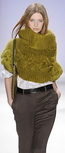 beautiful mustard-coloured cowl / capelet w/ big cable