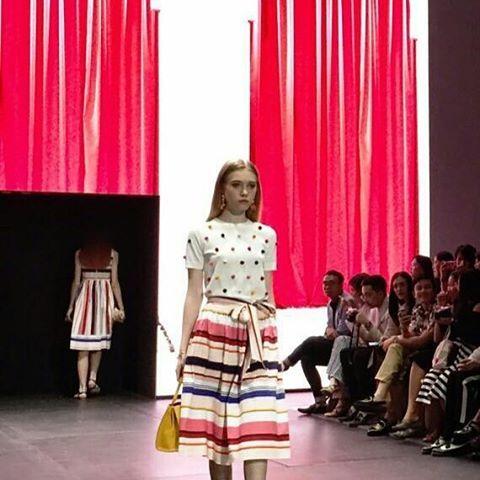 Kate Spade membawa nuansa berjalan-jalan di tengah bazar souk ke dalam koleksi musim panas yang dipertunjukkan di Plaza Indonesia Fashion Week malam ini. Warna-warni yang cerah serta tas berbentuk unik dan lucu adalah highlight-nya. #pifw #bazaarindonesia #katespade  via HARPER'S BAZAAR INDONESIA MAGAZINE OFFICIAL INSTAGRAM - Fashion Campaigns  Haute Couture  Advertising  Editorial Photography  Magazine Cover Designs  Supermodels  Runway Models