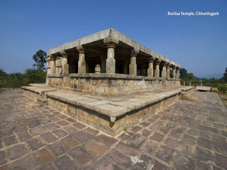 Amazing temple held up by 32 pillars. Built on a square platform 8m wide and a meter high, this temple is unique due to presence of two identical garbhagrihas. #temple #religious #spiritual #hindu