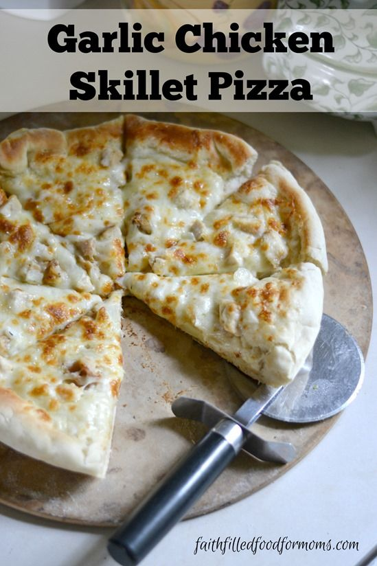 Garlic Chicken Skillet Pizza ~ an easy homemade pizza with a thick crispy crust! YUM!