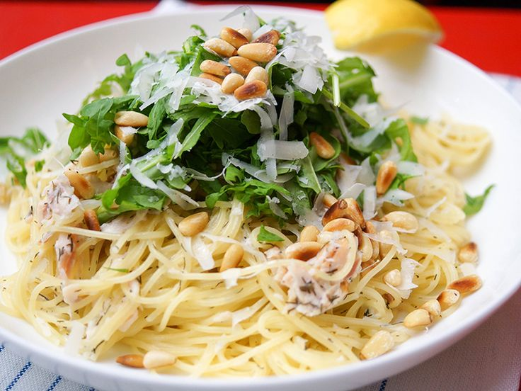 Spaghetti mit geräucherter Forelle mit Zitrone