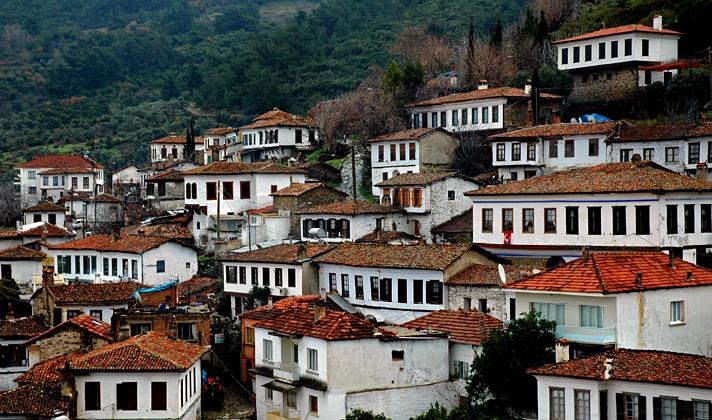 ŞİRİNCE: A Romanian village of Aegean    Photo credit: http://www.trekearth.com/gallery/Middle_East/Turkey/Aegean/Izmir/Sirince/photo1172671.htm