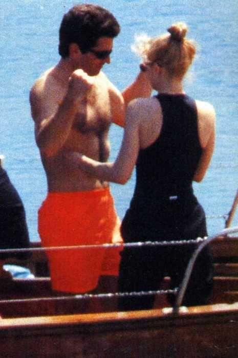 JFK JR and Carolyn Bessette Kennedy