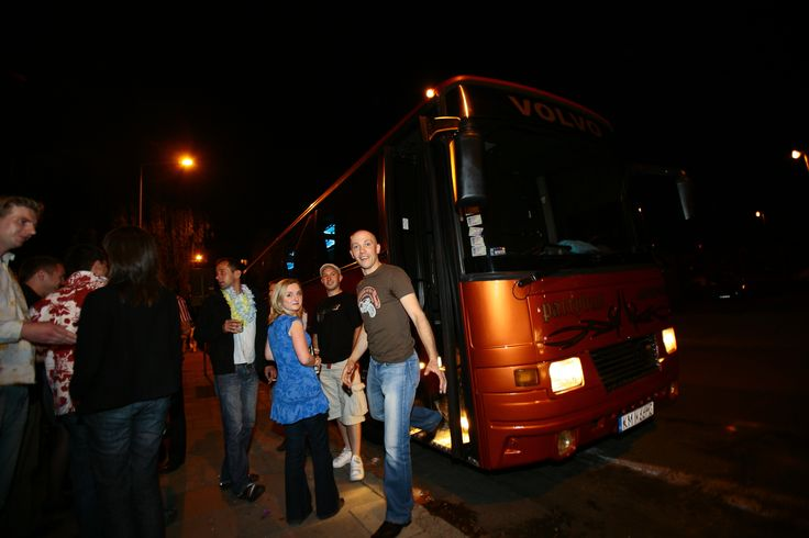 Oryginalny pomysł na imprezę firmową w Krakowie! Partybus gwarantuje świetną atmosferę do integracji pracowników przy pomocy wielu dodatkowych atrakcji, które organizatorzy dobierają wedle życzenia i rodzaju grupy docelowej. http://www.partybus.pl/wynajem-partybus-na-impreze-firmowa-krakow-katowice/