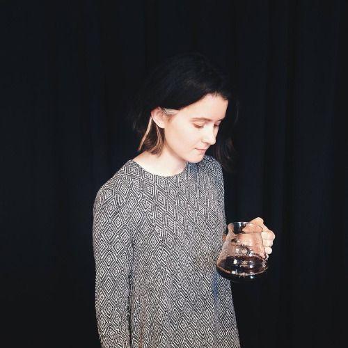 Знакомьтесь, это Катя! Катя теперь в команде #ohmyteam 🎉Она уже много чему научилась и ждет, когда именно вы придете и попробуете чай или кофе ее приготовления. Помогите Кате становиться лучше каждый день, приходите к Кате знакомиться и...