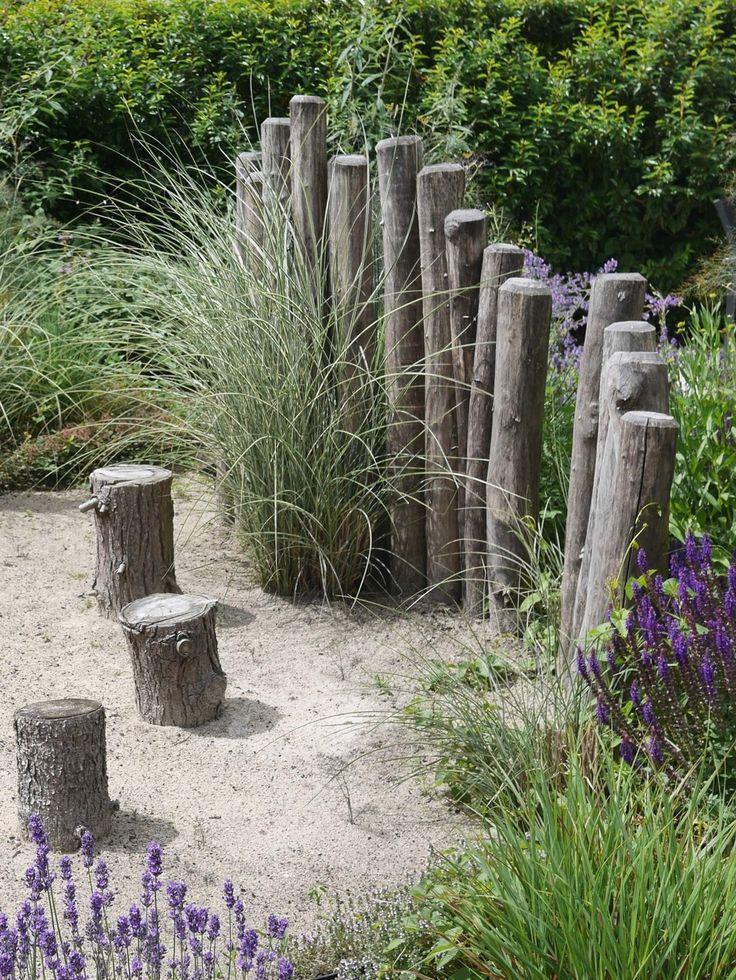 Een tuinontwerp voor een natuurlijke tuin aan de rand van de duinen in de  buurt van Haarlem.