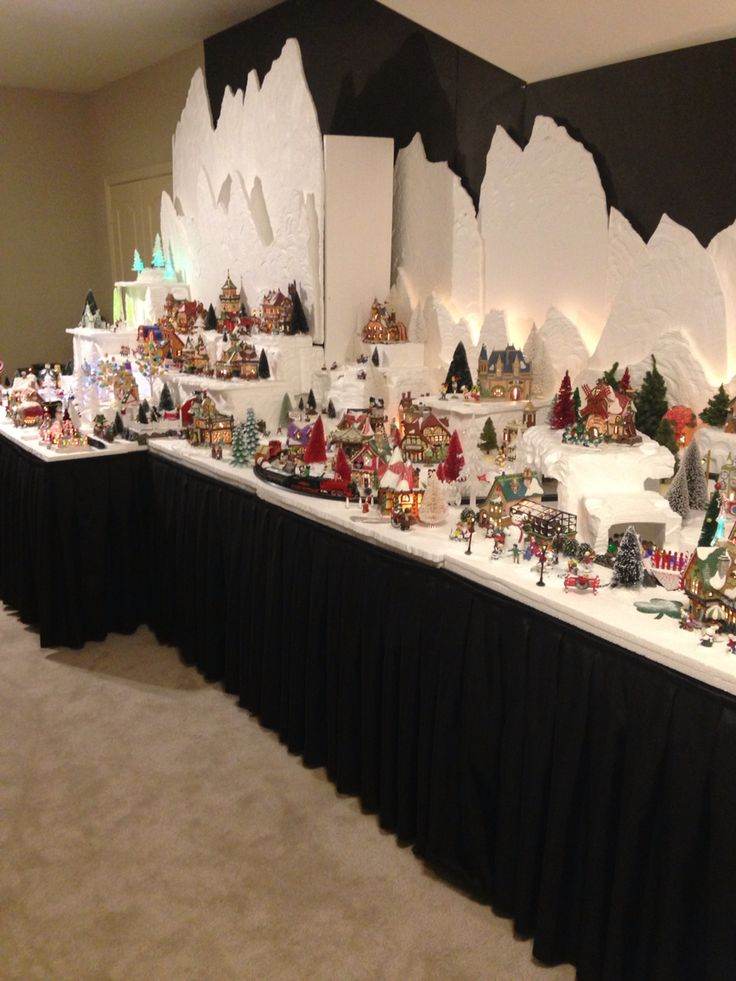 2015 Department 56 North Pole Christmas Village