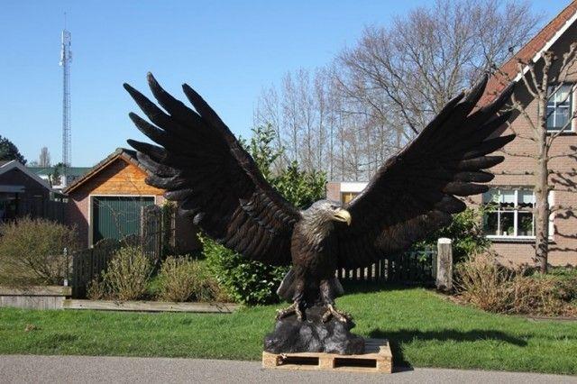 """Bronzen beeld levensgroot """"adelaar speciaal gepatineerd"""" - Bronzen beelden te Nederhorst den Berg - BVA Auctions - online veilingen"""