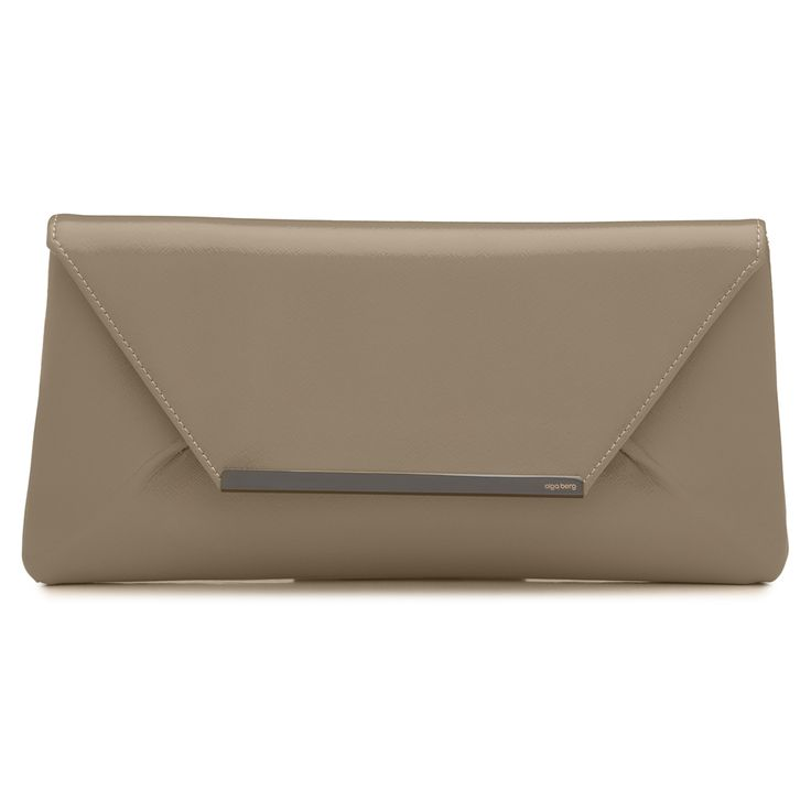 An Olga Berg favourite that works equally well under your arm for a cocktail night out or after work drinks. Includes an optional shoulder chain that tucks neatly inside when not in use. <br> W30cm x H15cm x D3.5cm.