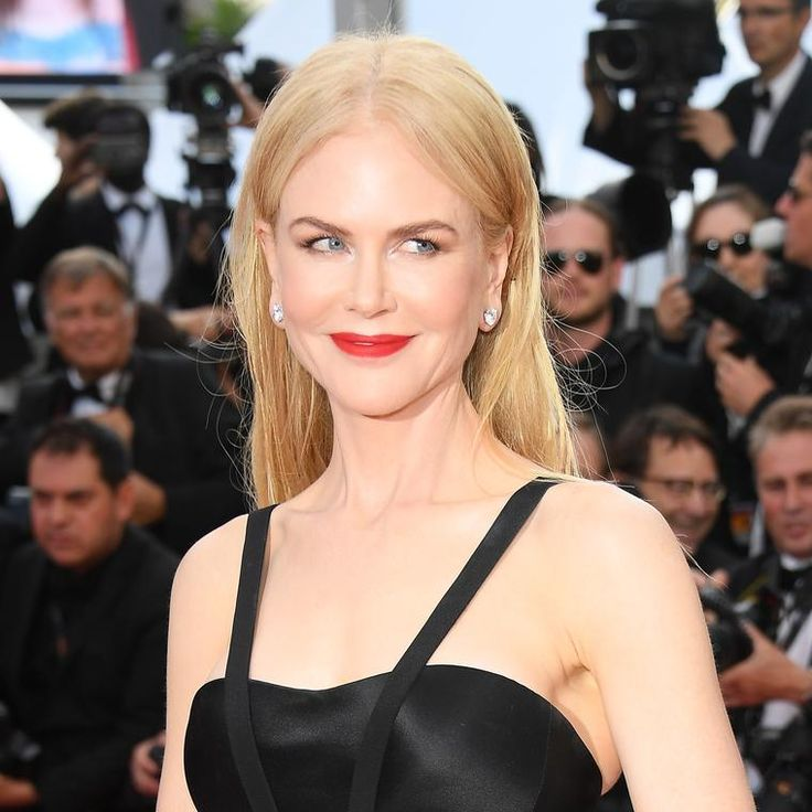 Nicole Kidman in Harry Winston earrings on the Cannes red carpet 2017. http://www.thejewelleryeditor.com/jewellery/article/cannes-film-festival-red-carpet-jewellery-behind-the-scenes/ #jewelry