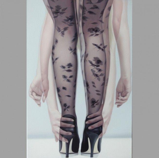 As pinturas do artista coreano Horyon Lee começam com o artista tirando uma série de fotografias de suas modelos. Ele usa a estética da múltipla exposição fotográfica para finalizar suas telas, cheias de movimento e erotismo.