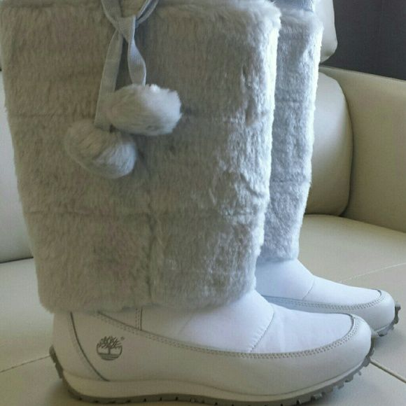 Winter boots Gorgeous white winter boots...Worn only once time! Shoes Winter & Rain Boots