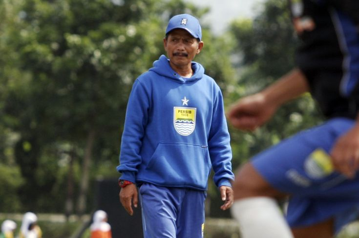 Ditahan Imbang PSMS, Pelatih Persib Keluhkan Rumput Stadion
