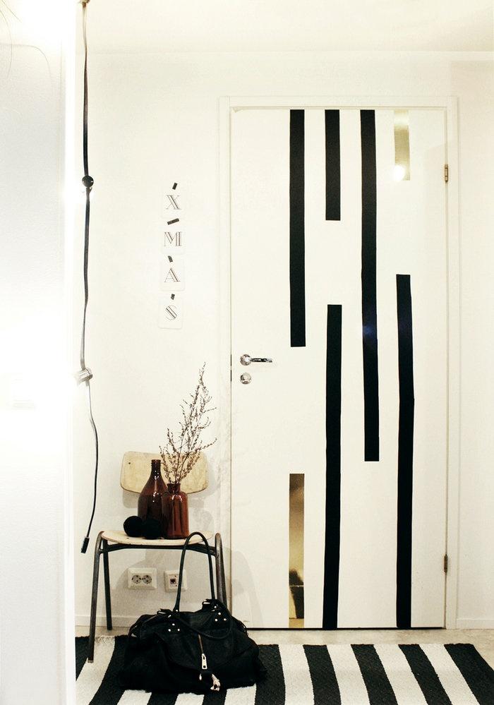 Black tape down the door.The Doors, Bedrooms Design, Likainen Parketti, Black Tape, Painting Doors, Beds Room, Front Doors, Diy Decor, Room Bedrooms