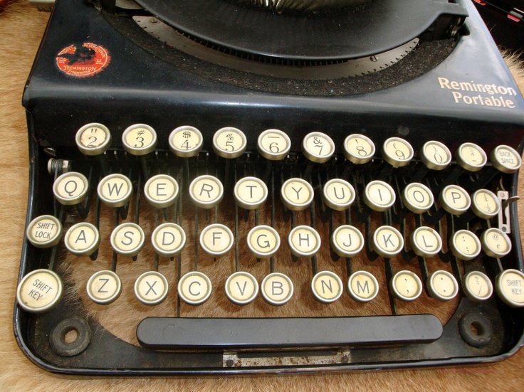 Would love to have this #vintage typewriter in my office someday! From Thriving Wives - Must Do: Long Beach #Antique Market. @Long Beach Antique Flea Market
