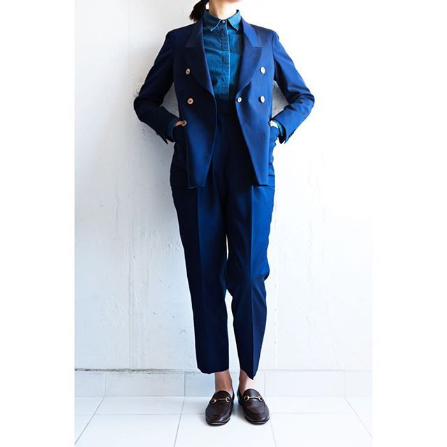 blue suit&denim shirt.  for women.      #lifestyleorder#meguro#ladiessuit#andc#instagood#photooftheday#ordersuit#fashion#ordermade#bespoke#suit#ootd#womens#denimshirt#denim  #スナップ#レディーススーツ#スーツ女子#オーダースーツ#オーダーメイド#スーツ#目黒 #レディースファッション#デニムシャツ#オーダーメイド#デニム