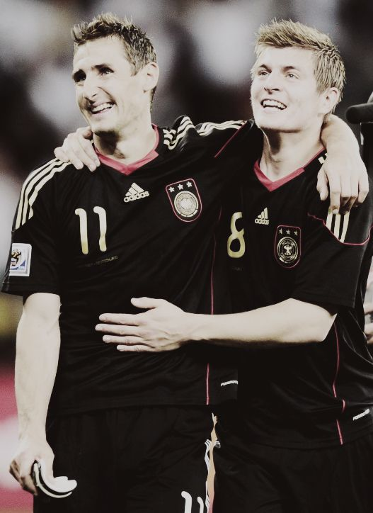 Miroslav Klose and Toni Kroos; the master and the student. Die Nationalmannschaft.