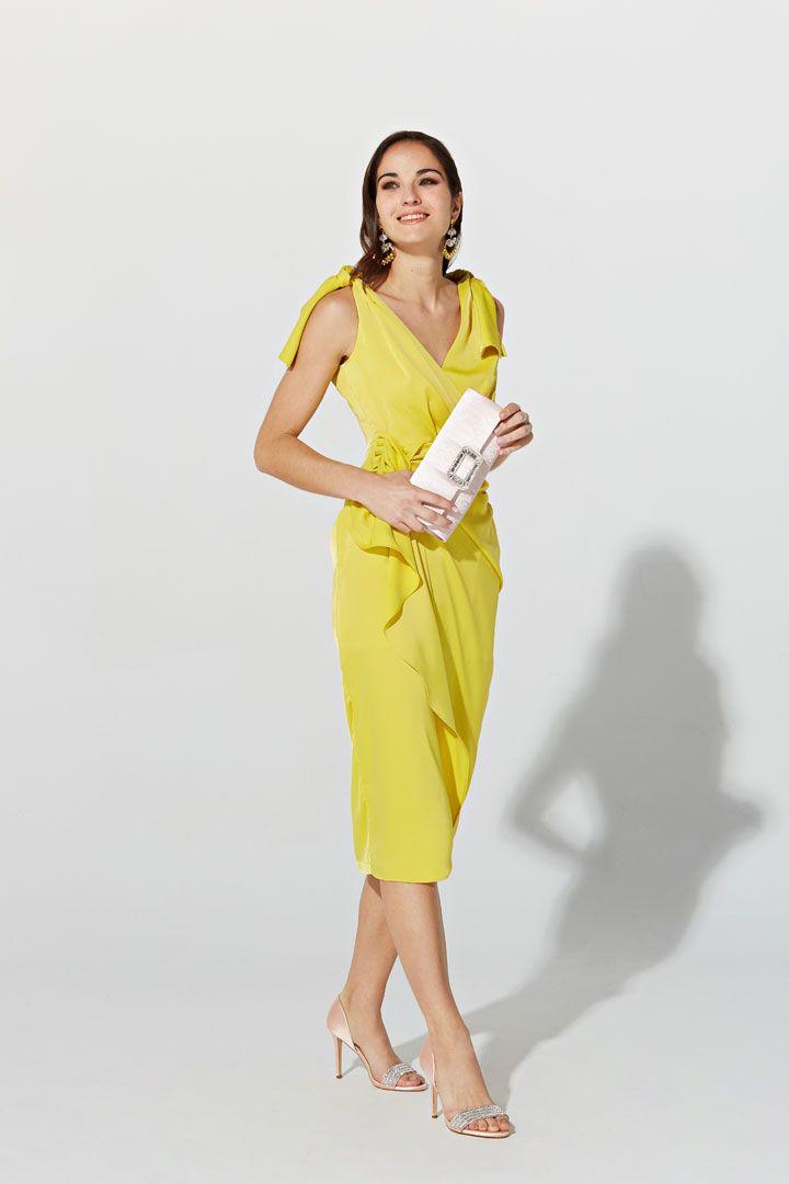 28aeb2a7d Vestido de la Colección Primavera Verano 2019 de TERIA YABAR en crepé  amarillo satinado, sin