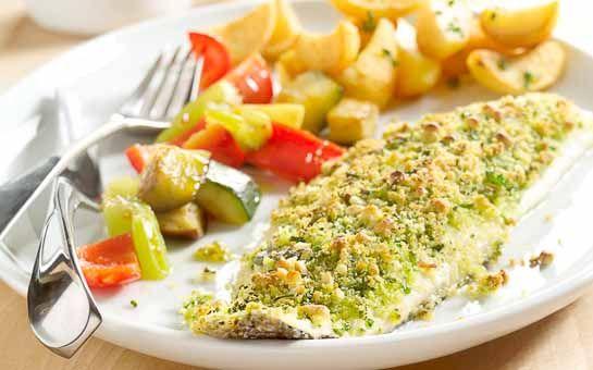 Gegrilde zeebaars met groene kruiden, deze zeebaars krijgt een lekker korstje doordat hij de oven ingaat. Makkelijk, simpel, zonder zout en ook nog lekker!