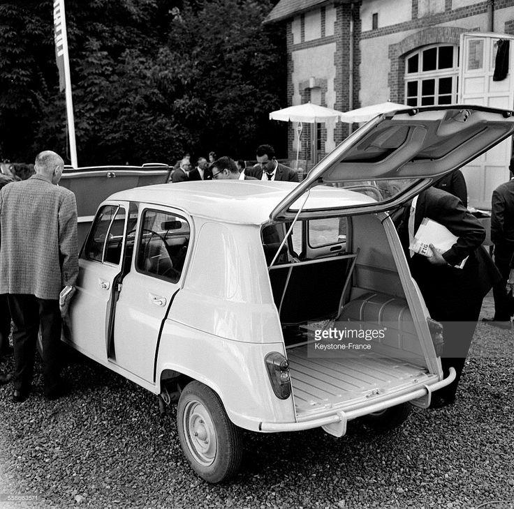 Voici la nouvelle Renault 4 présentée à Sonchamp, France le 29 août 1961.