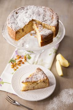 Torta di riso con mele e uvetta: La #torta di #riso con #mele e #uvetta è un dolce unico nel suo genere, a base di riso speziato: ogni fetta è abbondante e saporita, pur nella sua semplicità.