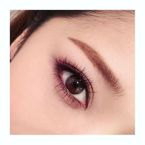 Plum lower lash line